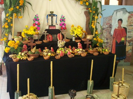 mexico-day_of_the_dead_altar-catholic-wikipedia
